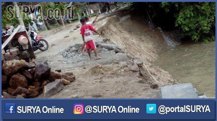 Diduga Tidak Sesuai RAB, Talud Jalan di Ngawi Longsor, Ini Akibatnya