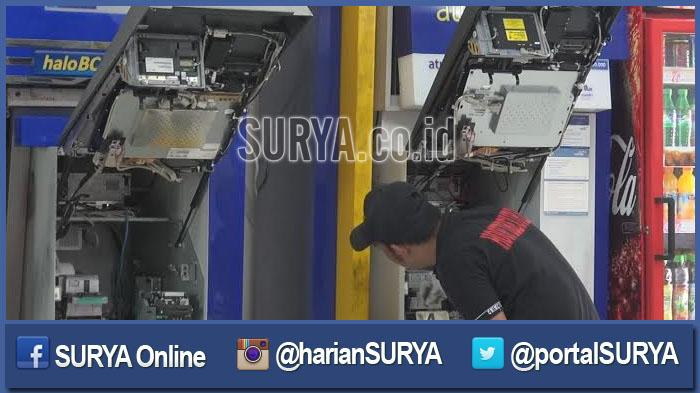 GALERI FOTO - Inilah Dampak Upaya Pembobolan ATM di Indomaret oleh 2 Pria Bertelanjang Dada - berita-surabaya-pembobolan-dua-mesin-atm-di-indomeret-kedung-cowek_20160504_190554.jpg