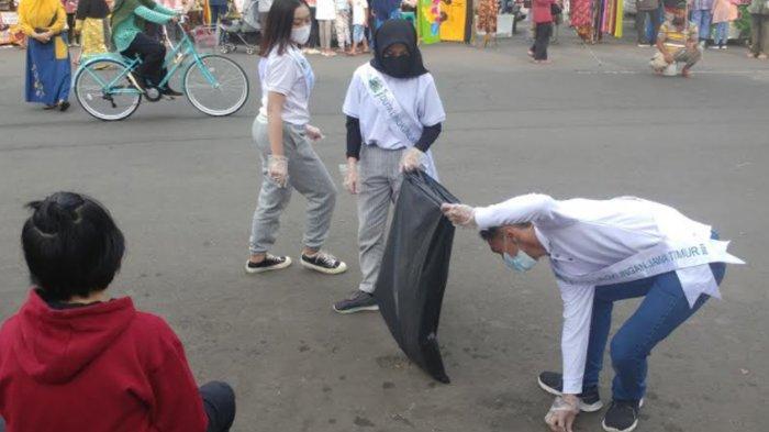 Jelang Ramadan 2021, Forkopimda dan Warga Bersih-Bersih Alun-Alun Jember