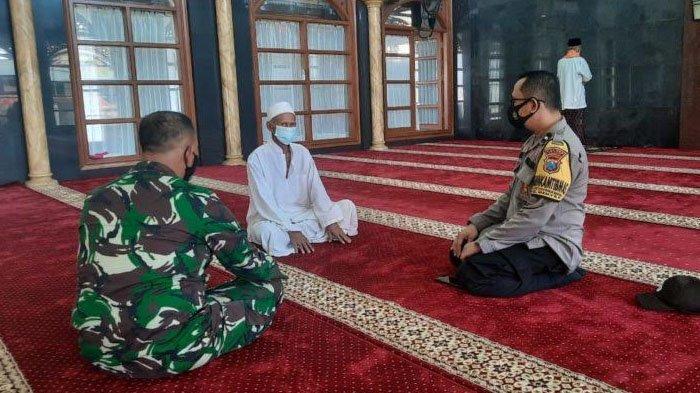Polsek Manyar Gresik Datangi Masjid dan Musala Sosialisasi Larangan Takbir Keliling