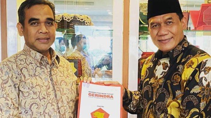 Bambang Haryo Sukartono (BHS) saat menerima surat rekomendasi dari Partai Gerindra untuk maju sebagai calon bupati di Pilkada Sidoarjo.