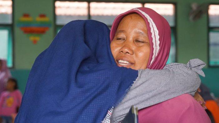Bikin Haru, Siswa SMPN 4 Sidoarjo Serentak Beri Surat Ucapan Kasih Kepada Orangtua saat ambil Rapor