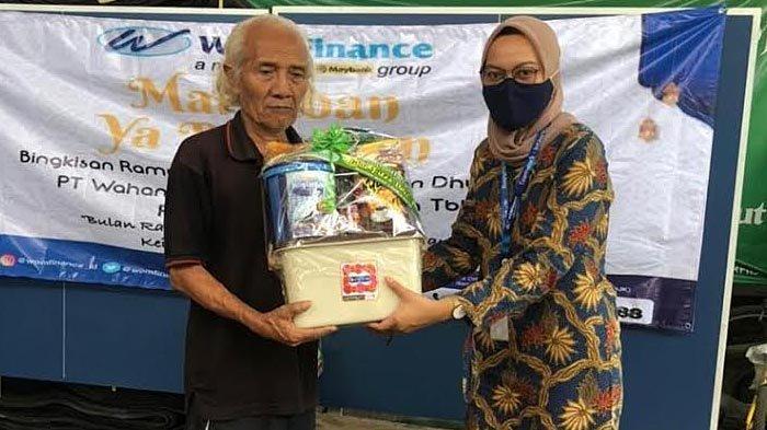 WOM Finance Bagikan Bingkisan kepada Janda dan Dhuafa Lewat Program Berkah Ramadan