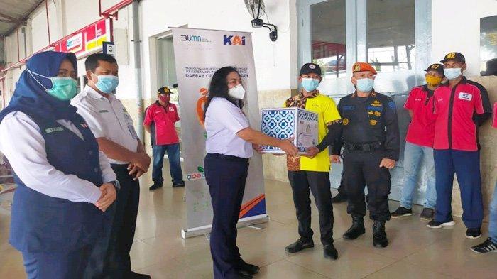 Petugas Porter pun Diperhatikan, KAI Daop 7 Salurkan Paket Bantuan di Lima Stasiun KA