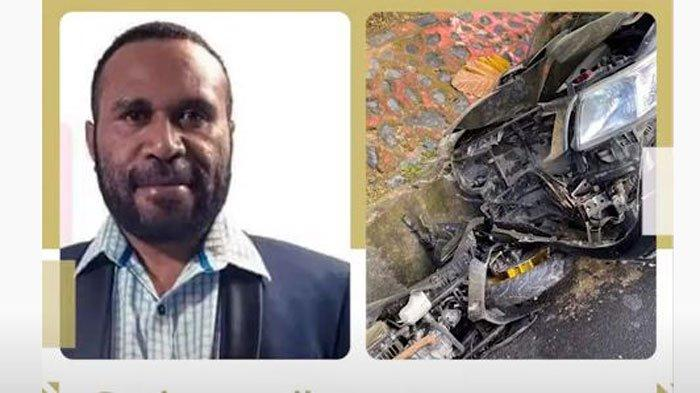 Mobil Hilux yang dikendarai Wakil Bupati Yalimo, Erdi Dabi masuk ke parit setelah menabrak seorang Polwan yang mengendarai motor, Jayapura, Papua, Rabu (16/9/2020).