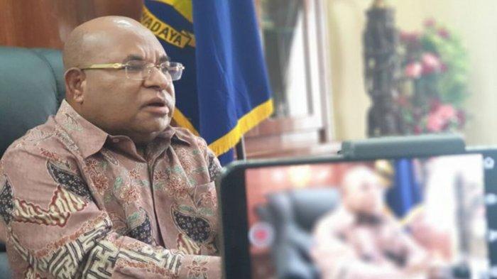 Biodata Lukas Enembe Gubernur Papua yang Minta Label Teroris KKB Papua Dikaji Ulang, ini Alasannya