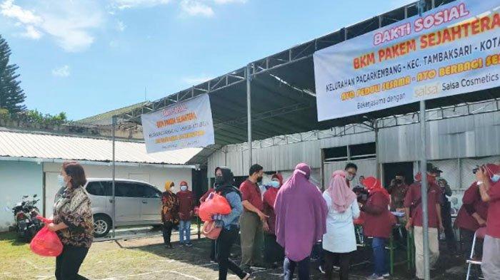 BKM Pakem Sejahtera Pacar Kembang Surabaya Bagi-bagi Paket Sembako kepada Warga