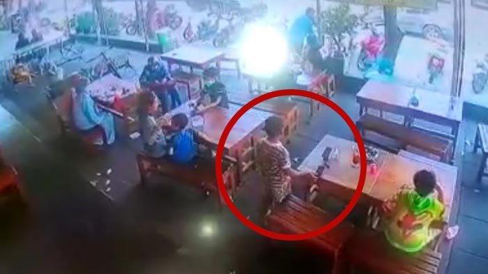 VIDEO VIRAL Aksi Bocah di Sidoarjo Mencuri Handphone di Rumah Makan Terekam CCTV