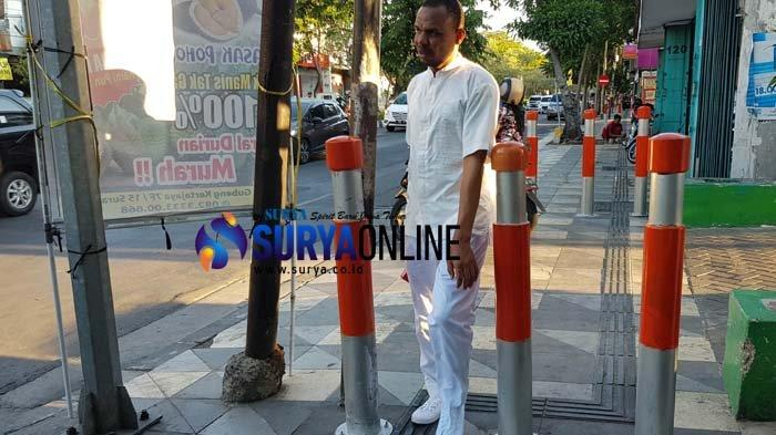 Lapor Cak - Bollard di Jalan Dharmawangsa Tak Ramah Pengguna Kursi Roda, Ini Respon Dishub Surabaya