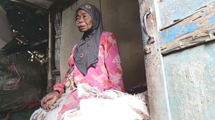 Kisah Pilu Nenek Satriya di Bondowoso, Hidup Sebatang Kara di Rumah Reyot, Tak Pernah Dapat Bantuan