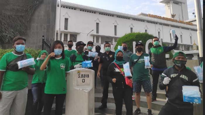 Gerakan Satu Juta Masker untuk Surabaya Hijau,  Bonek Tribun Kidul Bagikan 9.000 Masker di 8 Lokasi