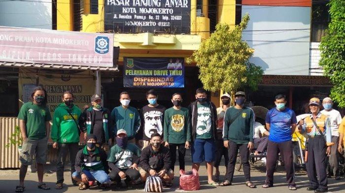 BonekMojopahit Bagikan 1.150 Masker 6 Pasar di Mojokerto