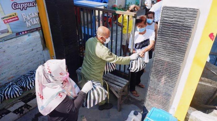 Warga Isolasi Mandiri Satu RT di Kota Kediri Dapat Bantuan Paket Rekreasional