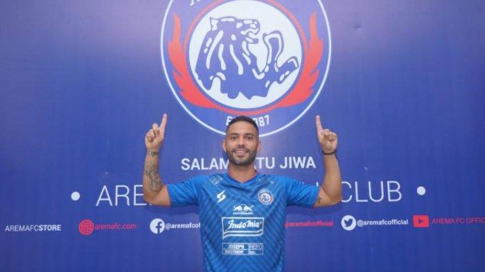 Pemain Asal Brasil Bruno Smith Resmi Berseragam Arema FC