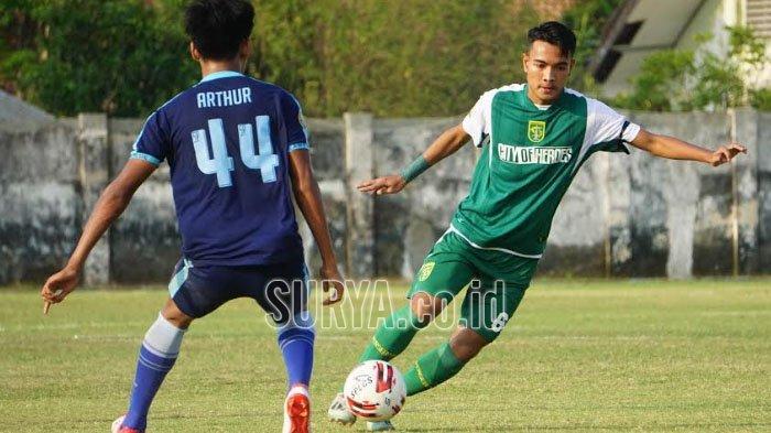 Brylian Aldama (kanan) saat di Persebaya Surabaya. Gelandang Muda Didikan Persebaya Surabaya Digaji Rp 250 Juta Sebulan di Klub Liga Eropa