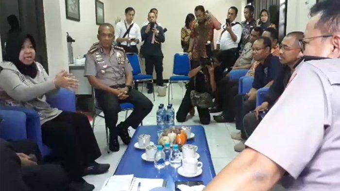 Video Wali Kota Surabaya Tri Rismaharini Tinjau Lokasi Jalan Gubeng Ambles Meski Sakit