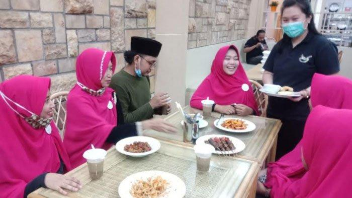 Loving Life Restaurant Surabaya Kenalkan Makanan Vegetarian pada Anak-anak Panti Asuhan