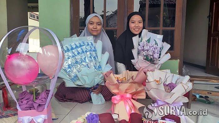 Pengrajin di Mojokerto Kebanjiran Pesanan Buket Bunga Dari Uang Asli Saat Valentine Day