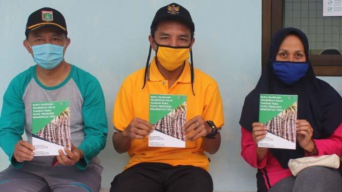 4 Program KKN Mahasiswa UM diDesa Sempalwedak, Malang,Buku Tebu Panduan Nilai Tambah Tanaman Tebu