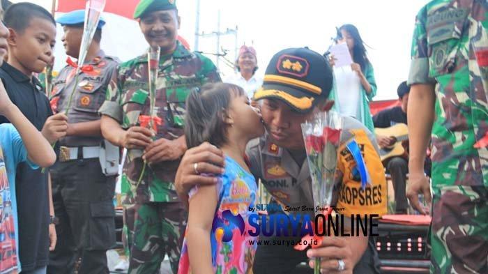 Sekuntum Bunga dari Komunitas Pare Kediri untuk TNI/Polri yang Berhasil Amankan Pemilu 2019
