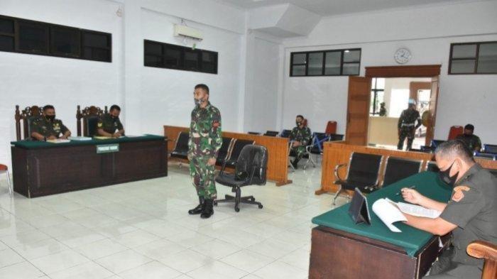 TRIBUN MEDAN/Ho Praka Marten Priadinata Candra menjalani sidang perdana di Dilmilti Medan