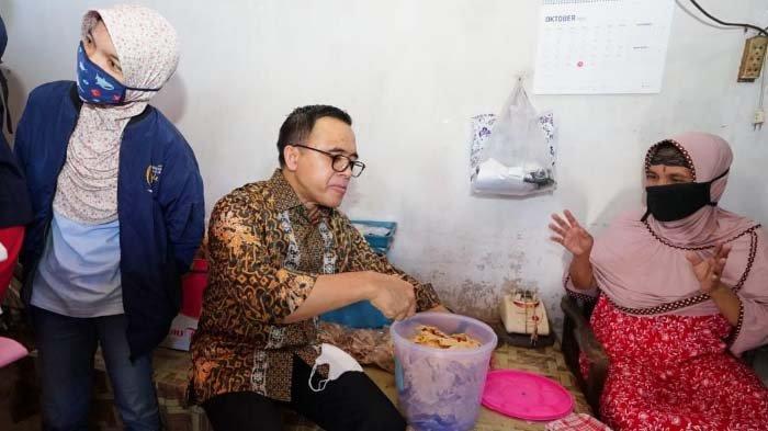 70.000 Usaha Mikro di Banyuwangi Dapat Bantuan Jokowi,Farida Mengaku untuk Stok Bahan Rempeyek