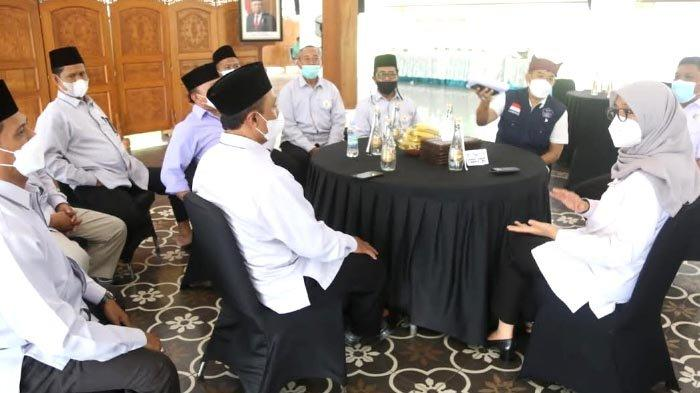 Bupati Ipuk Dukung Gerakan Waqaf Uang Badan Waqaf Indonesia Banyuwangi