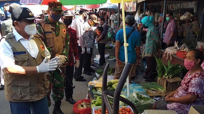Bupati Blitar Rijanto Minta Warga Terapkan Protokol Pencegahan Covid-19 saat Pantau Pasar Wlingi