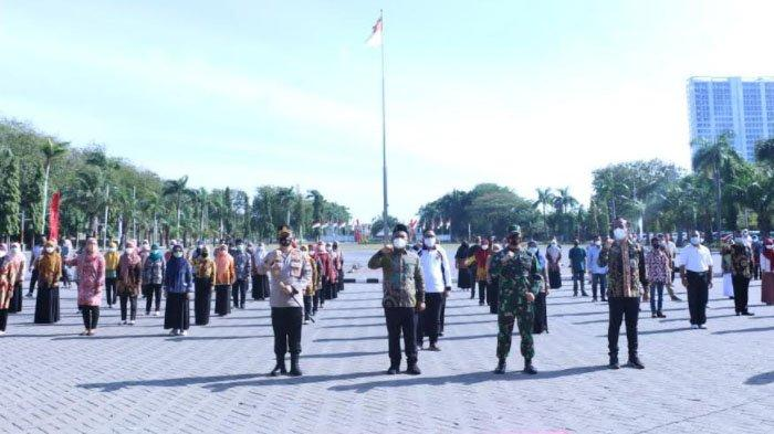 Ratusan Relawan Bareng TNI-Polri Data Pasien Positif Covid-19 Lewat Aplikasi di Kabupaten Gresik