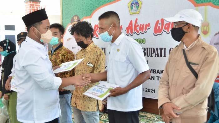 Bupati Gresik Gus Yani Gelontor Sejumlah Bantuan untuk Warga Pulau Bawean, mulai BLT DD hingga BPNT