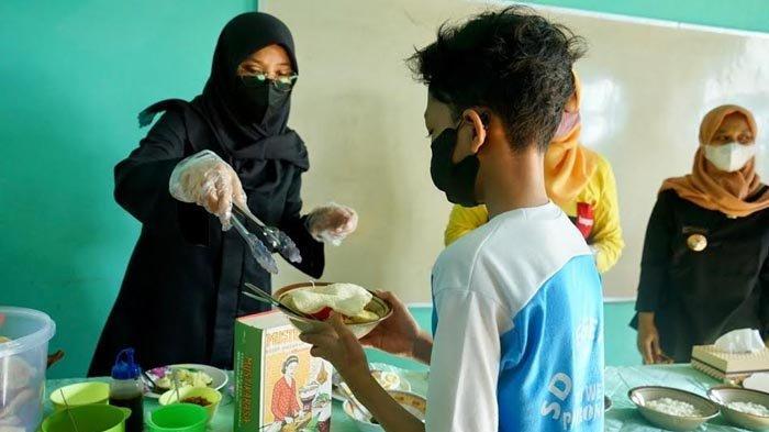 Bupati Ipuk Kenalkan Sosok Bung Karno ke Pelajar SD di Banyuwangi Lewat Kuliner