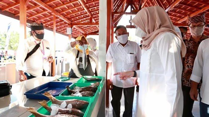 Pilih Sendiri dan Nikmati Langsung Olahan Ikan Segar Kkhas Kampung Mandar di Fish Market Festival