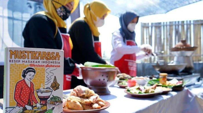 Ngantor di Desa, Bupati Banyuwangi Nikmati Kuliner Resep Bung Karno Bareng Warga