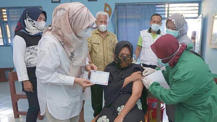 Serapan Vaksinasi Tertinggi Se-Jatim, Bupati Banyuwangi: Terus Tegakkan Protokol Kesehatan