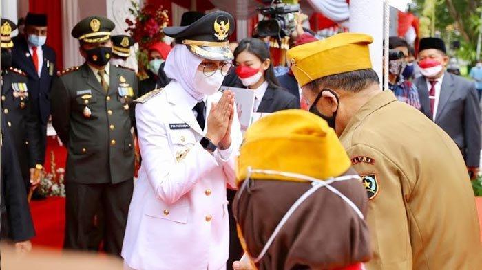 Upacara HUT RI ke-76, Bupati Banyuwangi Serahkan Tali Asih untuk Veteran dan Pejuang Kemerdekaan