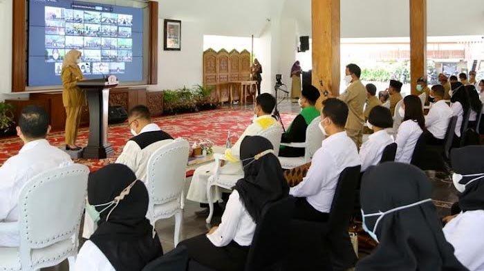 Serahkan SK 568 PNS Banyuwangi, Bupati Ipuk: Budayakan Inovatif Jangan Hanya Tunggu Perintah Atasan