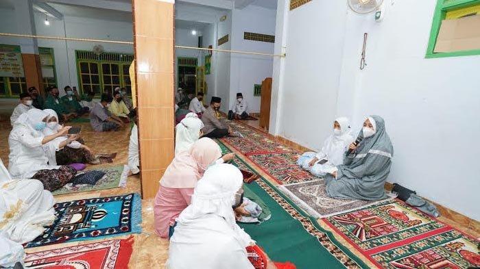 Safari Ramadan ke Masjid-masjid di Banyuwangi, Bupati Ipuk: Terima Kasih Sudah Patuhi Prokes