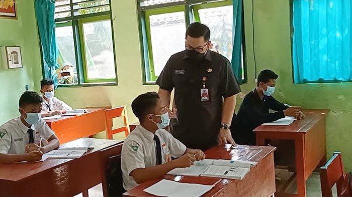 Bupati Kediri Mas Dhito Tinjau Uji Coba Pembelajaran Tatap Muka di SMP N 1 Ngadiluwih