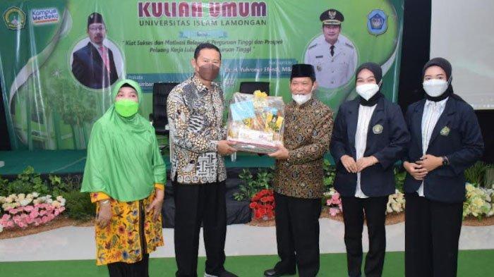Beri Kuliah Umum, Bupati Yuhronur Efendi Beber Kiat Sukses untuk Mahasiswa Unisla