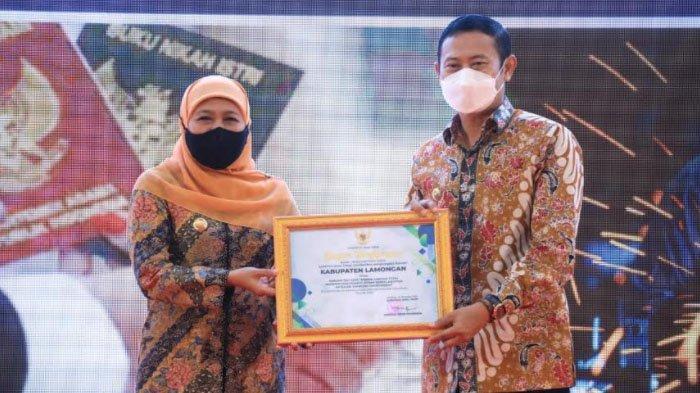 Bupati Lamongan Yuhronur Efendi Terima Dua Penghargaan dari Gubernur Jatim