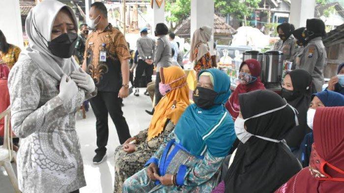 Puluhan Warga di Pelosok Desa Gondang Kabupaten Mojokerto Jalani Vaksinasi Covid-19