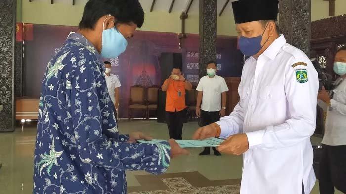 Gus Irsyad Salurkan Bantuan untuk 5.175 Warga Pasuruan Terdampak PPKM Darurat