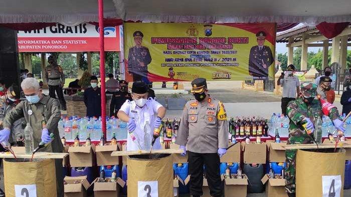 Polres Ponorogo Musnahkan Ribuan Liter Miras dan Pil Double L