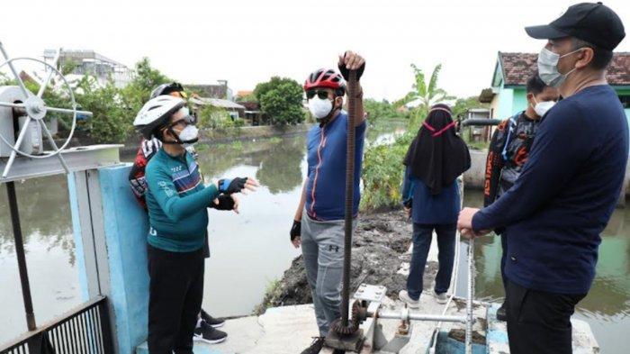 Antisipasi Banjir, Bupati Sidoarjo Ahmad Muhdlor Pantau Bozem dan Rumah Pompa