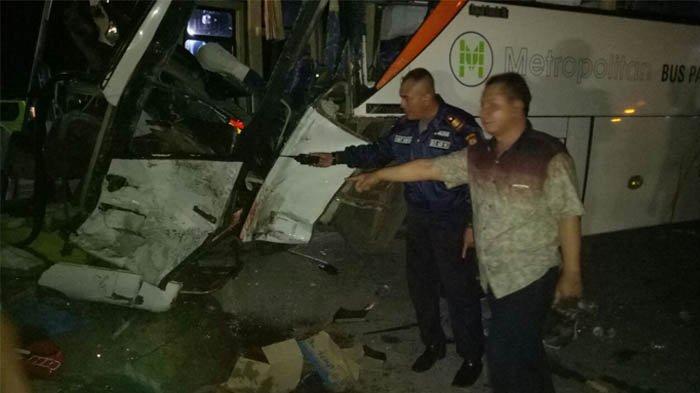 Bus Rombongan Peziarah Wali Songo Tabrakan di Tuban, Kaki Kenek Putus