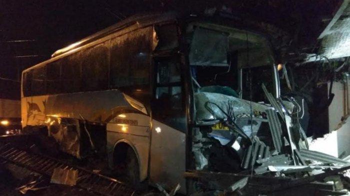 Bus Sugeng Rahayu Tabrak Rumah Warga Trowulan, Begini Penjelasan Polres Mojokerto