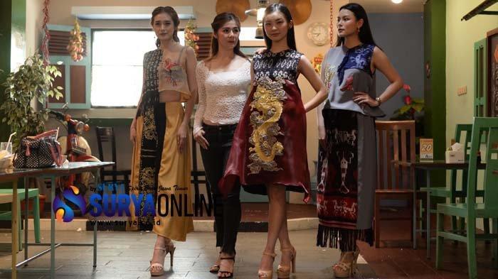 Harmonisasi Kain Tenun Khas Sumba dalam Busana Tionghoa oleh Desainer Surabaya Stephanie Zhang