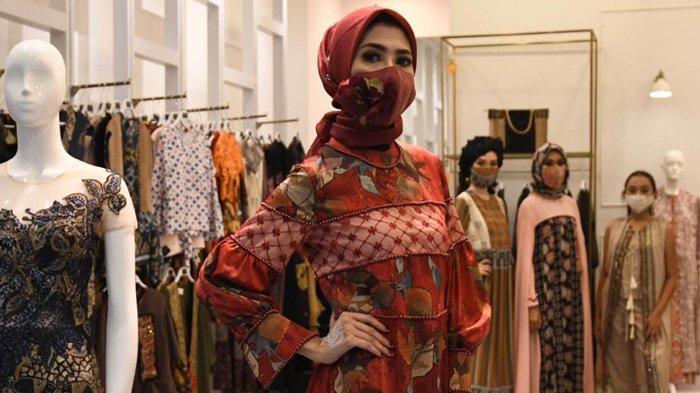 Keindahan Taman Wagos Gresik dalam Balutan Busana Ready to Wear Rancangan Desainer Riris Ghofir