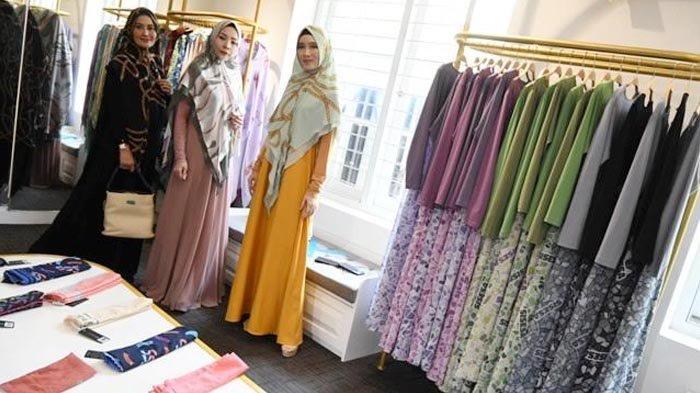 Warna Agak Ngejreng dan Pemakaian Swarovski Disuka Muslimah Surabaya