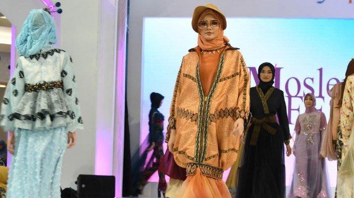 Busana Muslim Feminin Terinspirasi Keindahan Daun Meranggas Karya Desainer Gita Orlin